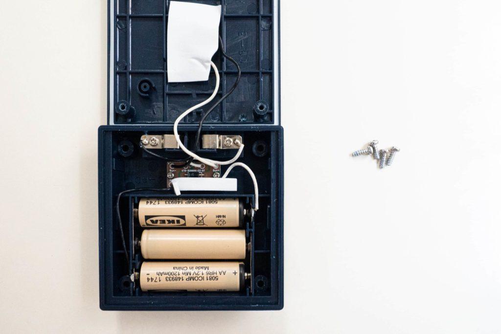 充電式の電池が3本入っています。