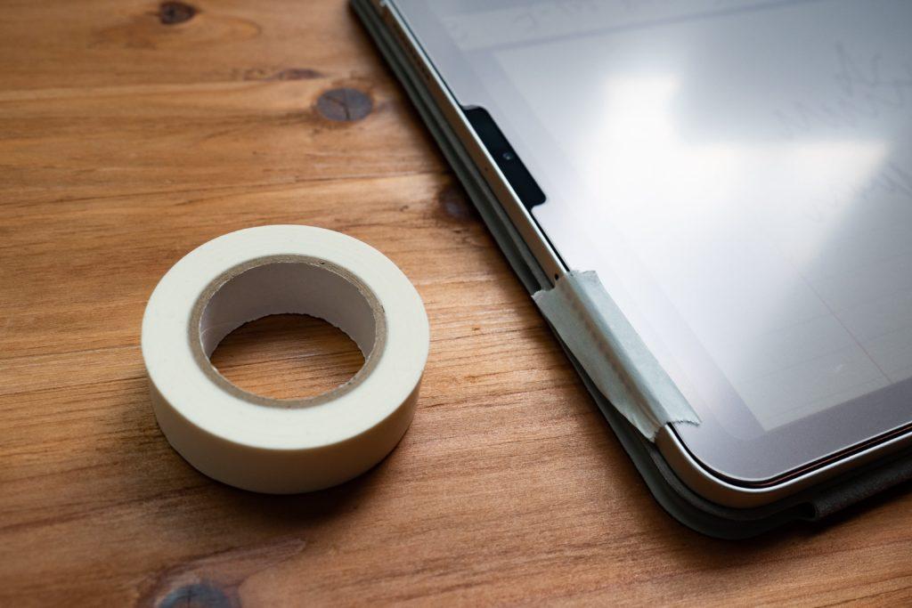 Apple pencilを使っているとpaperproがズレてくるのでマスキングテープで固定