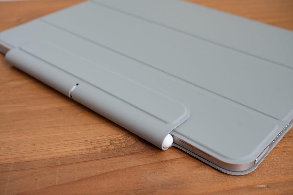 ESR iPad Air 4 ケースはApple Pencilを充電しながらカバーできる