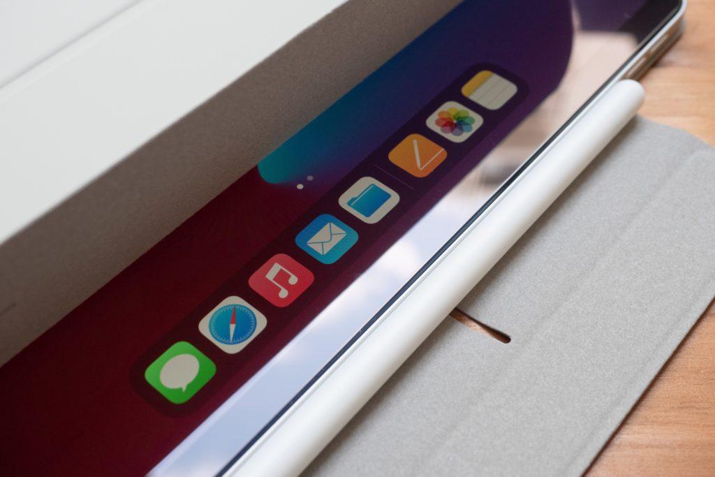ESR iPad Air 4 ケースのオートスリープ