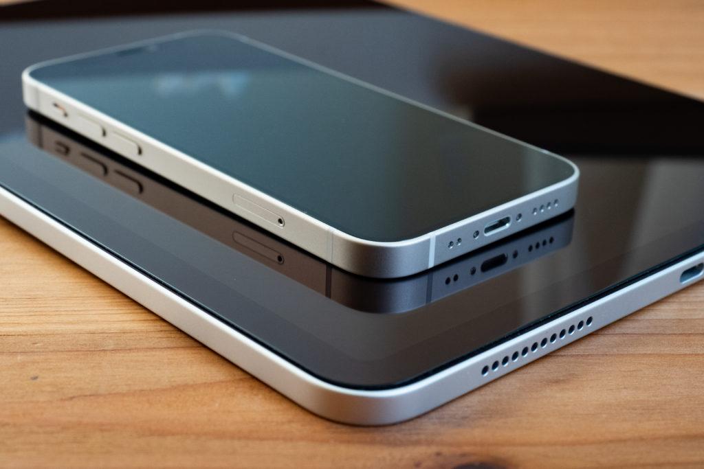 iPhone12miniとiPad Air4