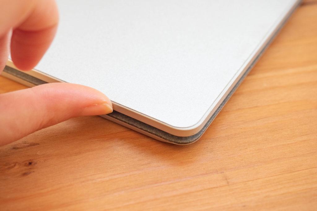 surfaceLaptopは開けやすい