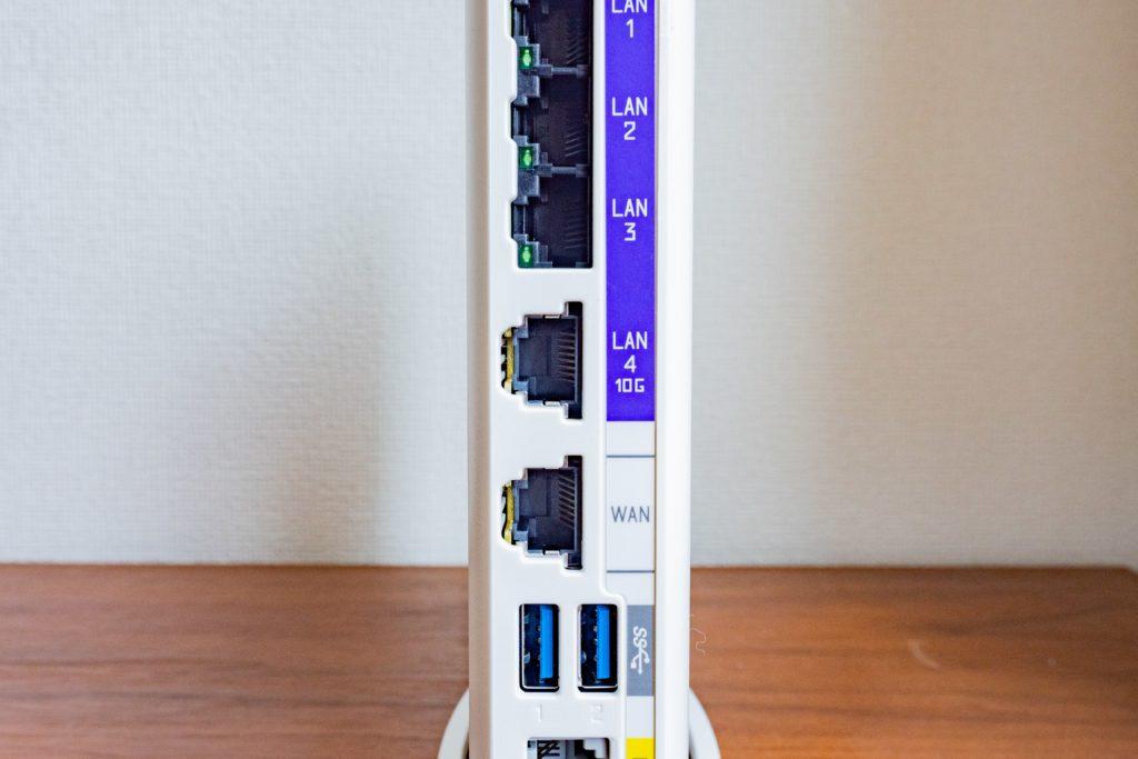 BL1000HWのWANポートにLANケーブルに挿す