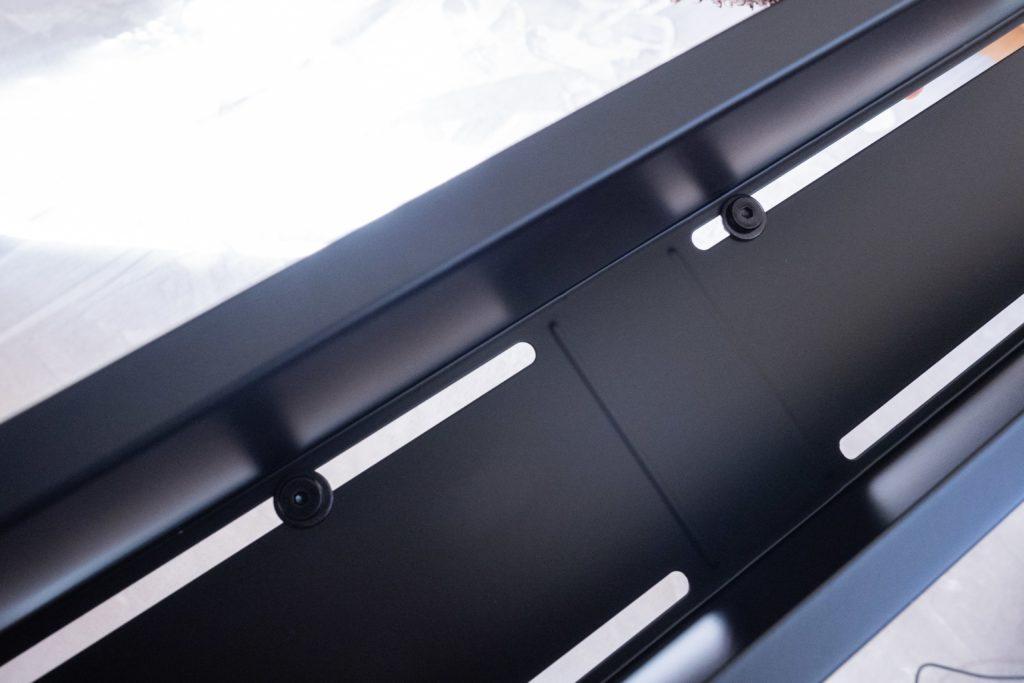 山崎実業「テレビ裏収納ラック」を取り付ける位置は自由