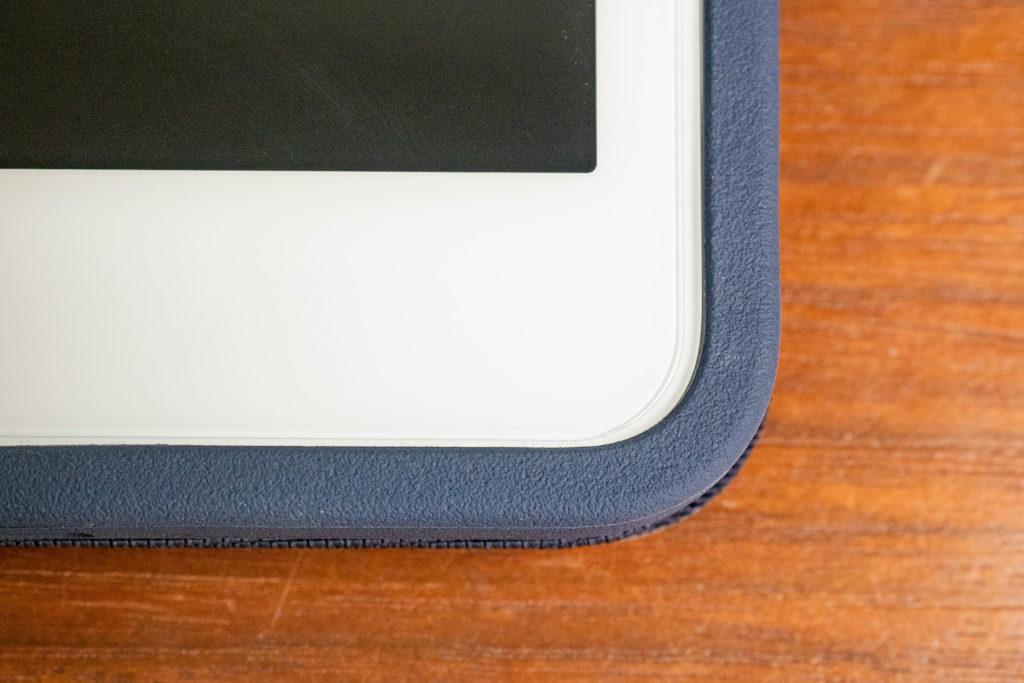 Xingmengの保護ガラスフィルム(ipad8用)のサイズはケースに干渉しない
