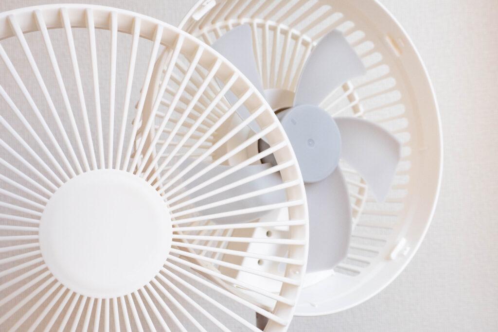 コンパクトクリップ式扇風機はファンカバーを取り外せる