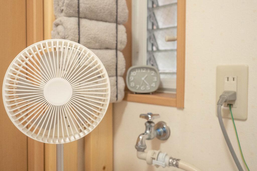 コンパクトクリップ式扇風機を洗面所で使う